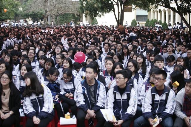 Tham dự chương trình có hàng ngàn học sinh trên địa bàn tỉnh Nghệ An, đến với chương trình các em được phổ biến, cung cấp thêm những kiến thức liên quan đến kỳ thi sắp tới.