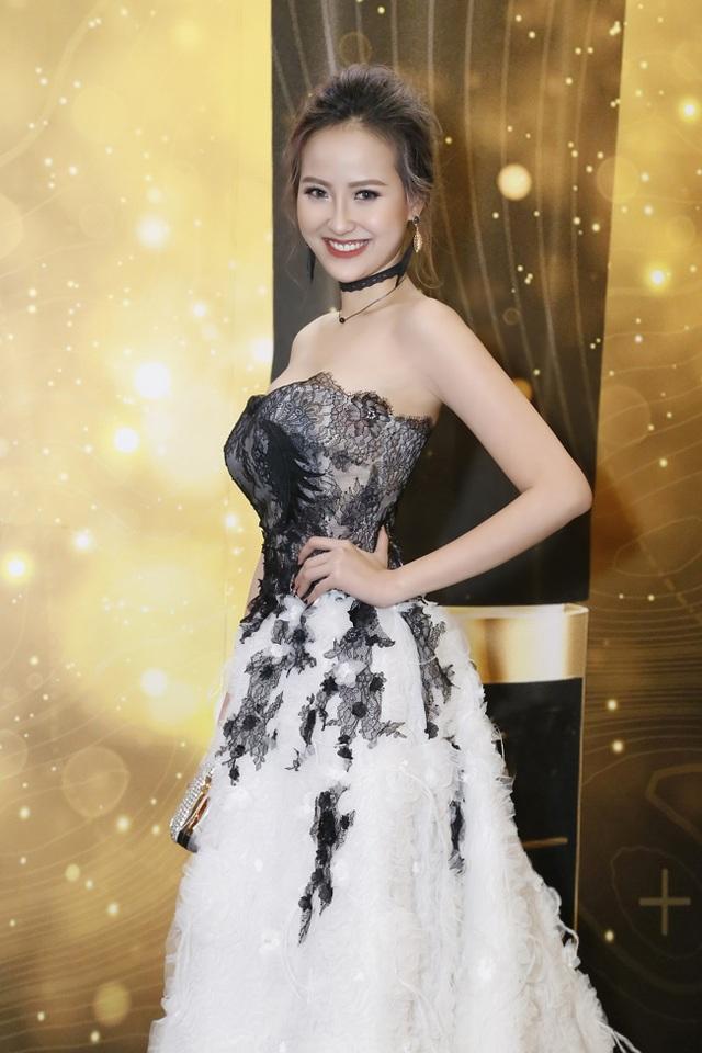 Bước ra từ sau cuộc thi The Face mùa đầu tiên, Khánh Ngân có những bước tiến mới trong sự nghiệp của mình và đang được nhiều người kỳ vọng là một nhân tố tích cực mới của làng giải trí.