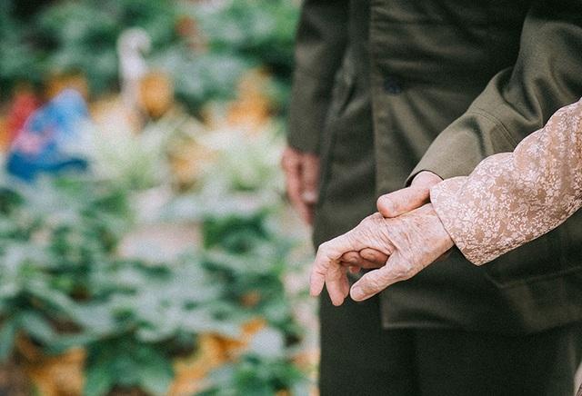 """Tình như cặp đôi 90 tuổi trong bộ ảnh """"Ông bà em"""" - 9"""