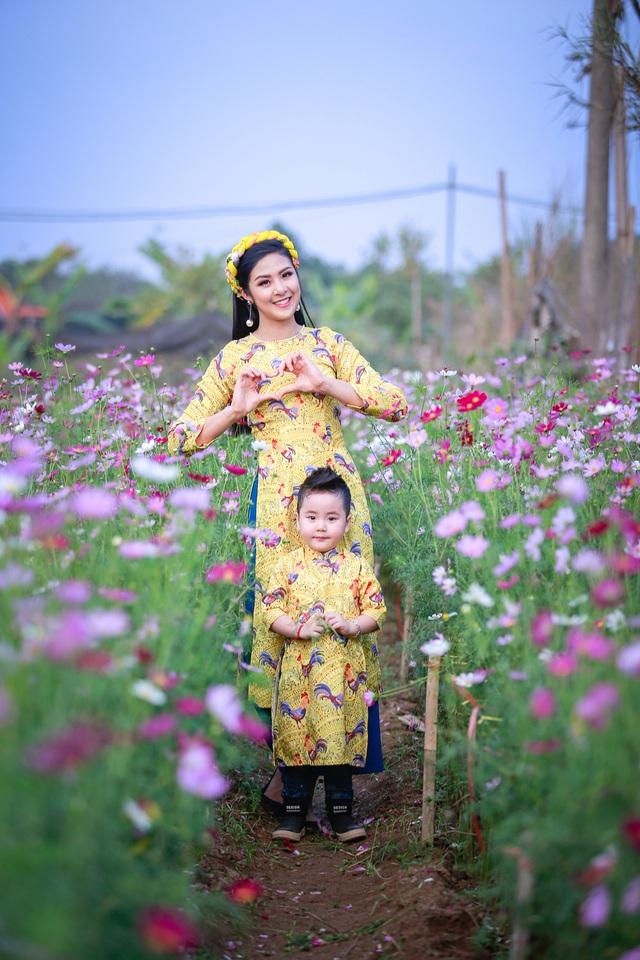 Hoa hậu Ngọc Hân xúng xính áo dài du xuân cùng dàn mẫu nhí - 4