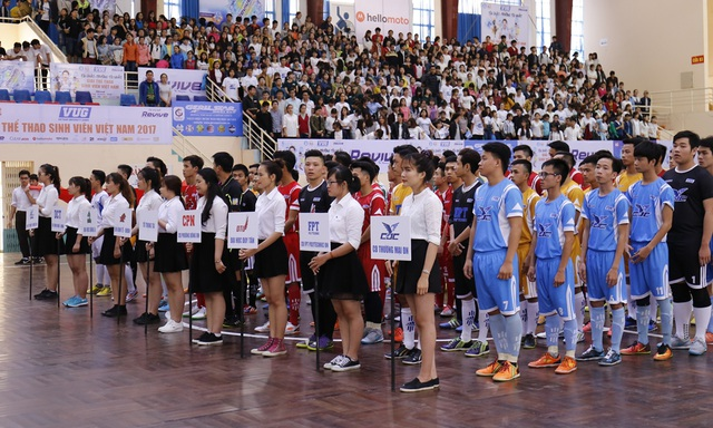 Hàng ngàn cổ động viên đồng hành cùng các vận động viên sinh viên