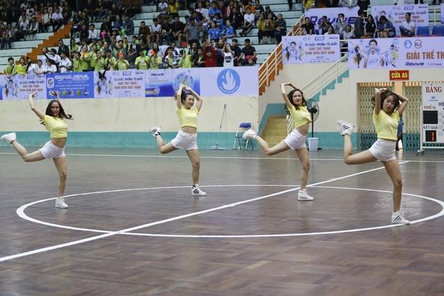 Các vũ điệu đồng hành đạm chất sinh viên