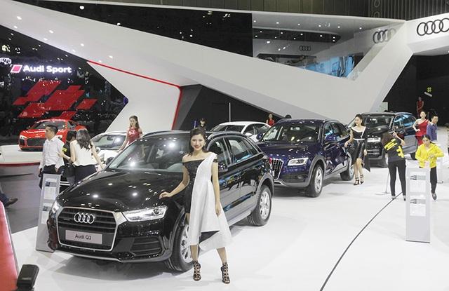 Tại hai triển lãm chuyên ngành ôtô vào tháng 8 và tháng 10 tới đây, các hãng sẽ đưa về nhiều phiên bản xe mới; do đó, thời điểm này là lúc các hãng và đại lí cần giải quyết nhanh các phiên bản hiện tại.