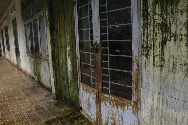 Phòng học đóng cửa vì chưa được sửa chữa