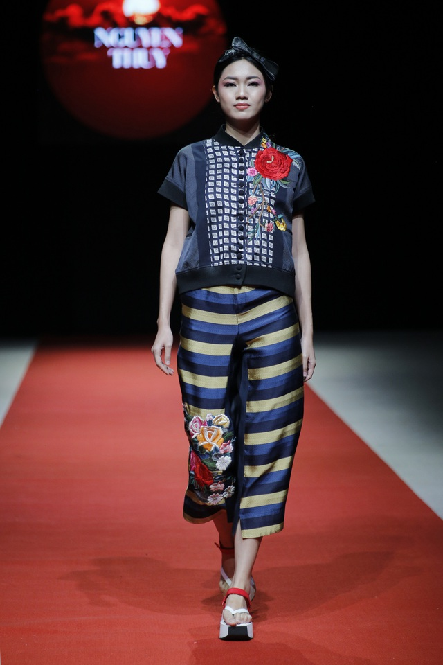 Những thiết kế của Nguyễn Thúy mang nét riêng từ phom dáng cho đến họa tiết.