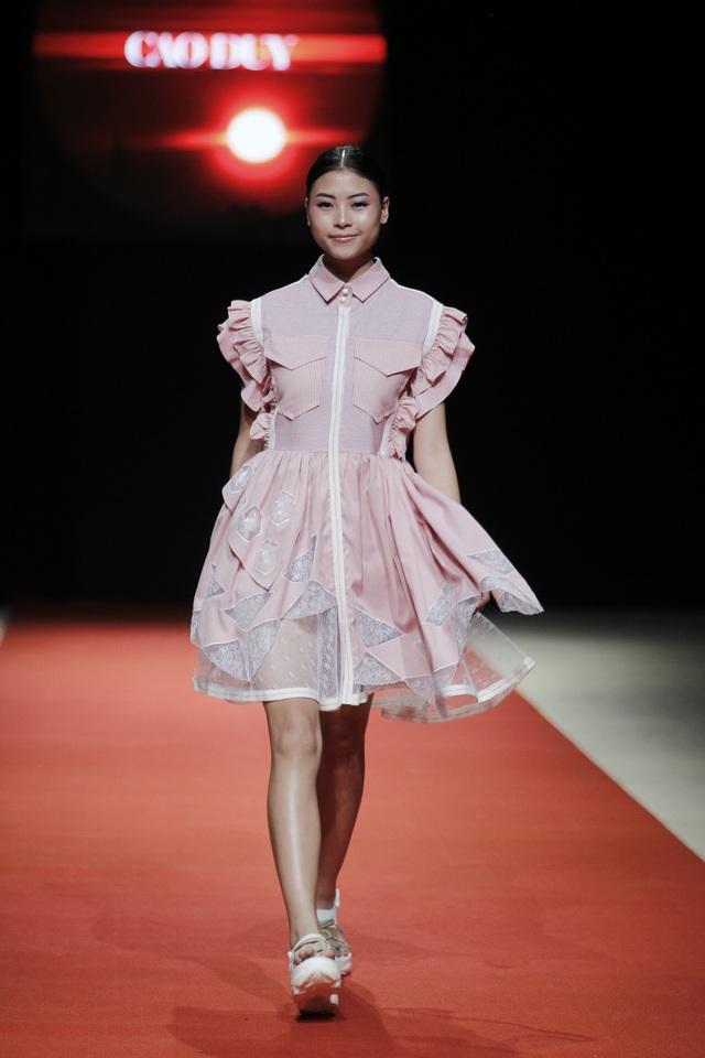 Những mẫu thiết kế của Cao Duy vừa toát lên vẻ đẹp thuần khiết nhưng cũng rất phá cách