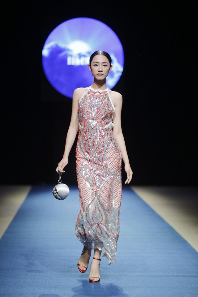 Những trang phục của Hà Duy tôn vinh vẻ đẹp nữ quyền và sự gợi cảm tối đa.