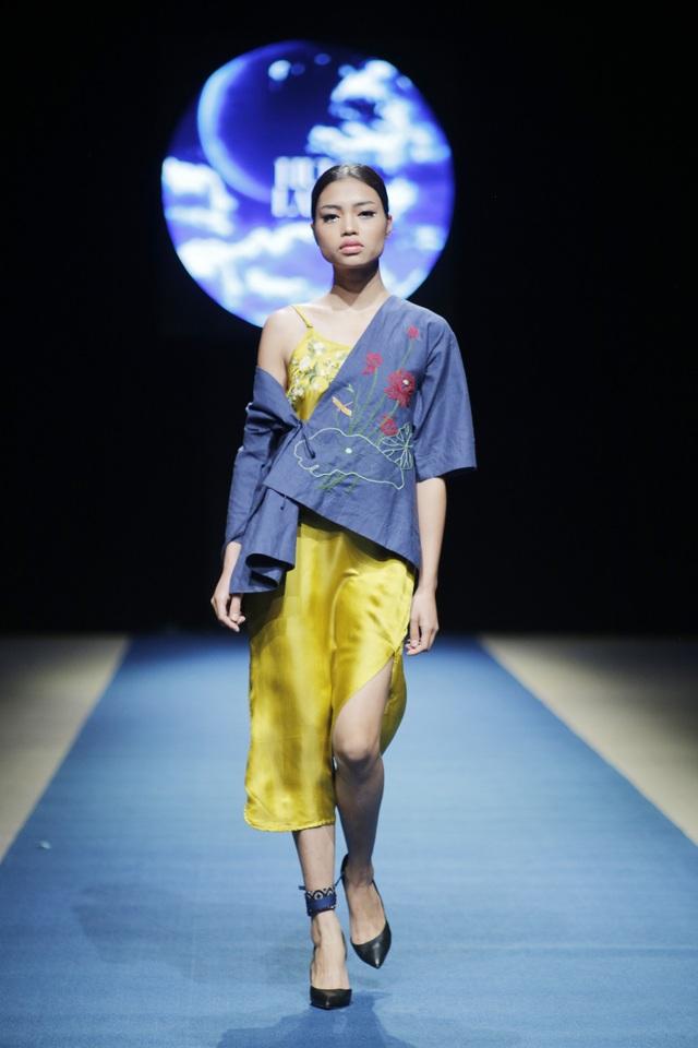 Tất cả các thiết kế trong Tuần lễ thời trang Việt Nam Xuân Hè 2018 đều sử dụng chất liệu truyền thống.