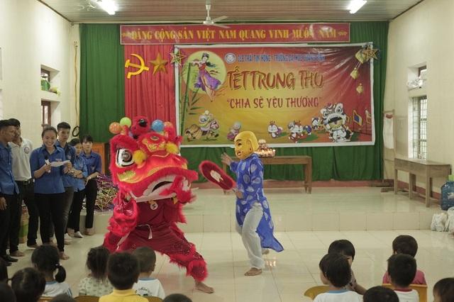 Chương trình Tết Trung Thu Chia sẻ yêu thương tại Trường mầm non số 2 Châu Hóa