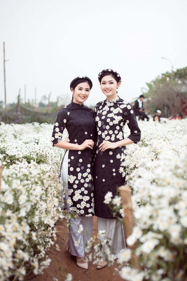 Hoa hậu Ngọc Hân, Á hậu Thanh Tú khoe sắc với cúc họa mi - 3
