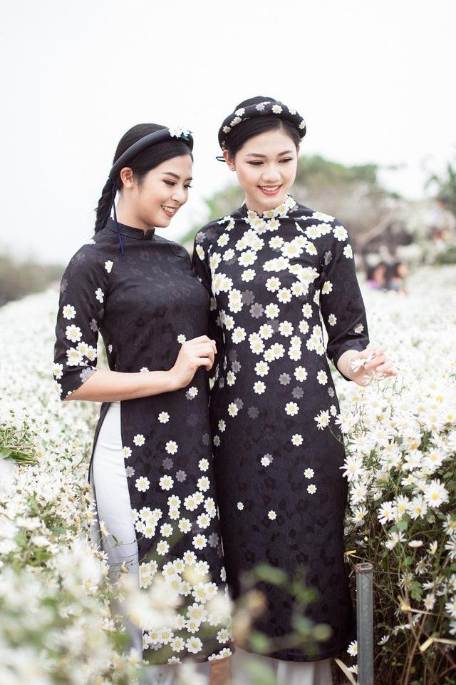 Hoa hậu Ngọc Hân, Á hậu Thanh Tú khoe sắc với cúc họa mi - 4