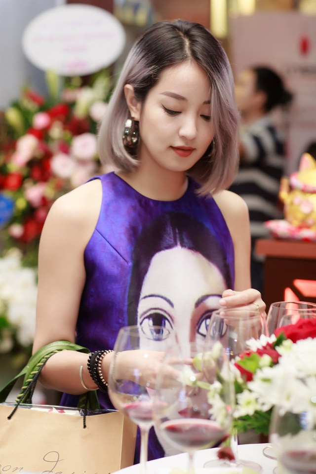 Hot girl Mi Vân.