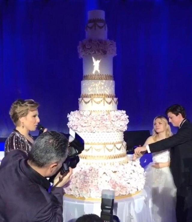 Cháu gái 19 tuổi của tỷ phú Nga Irene Kogan kết hôn với Daniel Kevey tại 1 khách sạn 5 sao