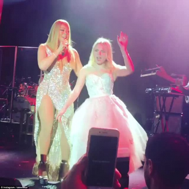 Cô dâu mới 19 tuổi là người rất đam mê âm nhạc. Có nhiều ngôi sao nước Nga cũng tham dự bữa tiệc cưới này