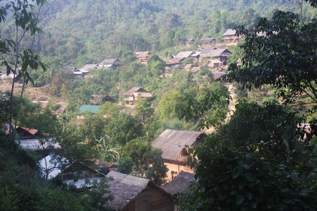 Nhiều học sinh dân tộc thiểu số thuộc các huyện miền Tây Nghệ An đi học theo diện cử tuyển với mong muốn sau khi học xong có thể góp sức phát triển bản làng nhưng hơn một nửa số đó không được bố trí công việc.