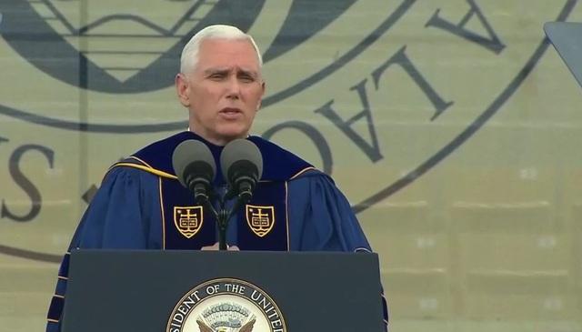 Phó Tổng thống Mike Pence phát biểu tại Đại học Notre Dame ngày 21/5 (Ảnh: ABC News)