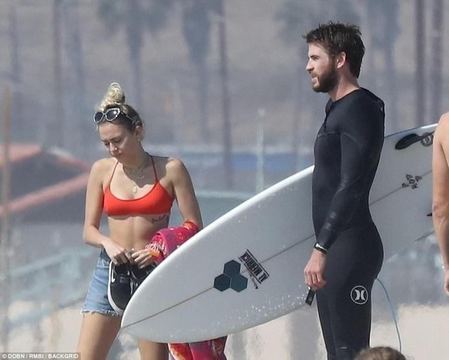 Nói về chuyện tình của mình, Miley cho biết: Tôi không biết cái kết của chuyện tình chúng tôi là thế nào hay tôi không nghĩ chúng tôi sẽ quay lại với nhau nhưng tôi biết một điều rằng, dù tôi có làm gì đi chăng nữa, thì tôi vẫn đã làm đúng. Tôi tin rằng, người ta có thể chia tay rồi lại tái hợp, điều đó rất tuyệt. Bạn có thời gian cho bản thân. Bạn có thời gian để trưởng thành. Tôi tin rằng, nếu bạn trưởng thành và vẫn gắn bó với người đó, bạn sẽ thấy mối quan hệ của các bạn càng vững vàng hơn.