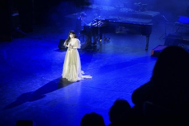 Minh Chuyên nhận được phản hồi tích cực từ khán giả khi lần đầu bén duyên nhạc Phú Quang.