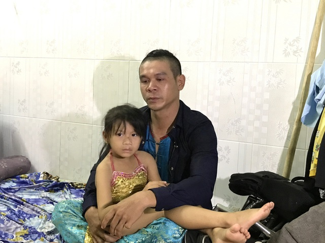 Minh Hải ngậm ngùi khi kể về cuộc sống của hai cha con trong căn nhà trọ lụp xụp.
