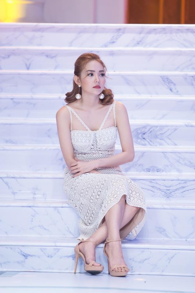 Tạo nhiều dấu ấn trong phim điện ảnh, Minh Hằng thú nhận đã có nhiều ý kiến cho rằng, Minh Hằng diễn xuất hay hơn ca hát. Thế nên, họ khuyên cô nên chăm chỉ hơn trong điện ảnh thay vì đầu tư cho âm nhạc.