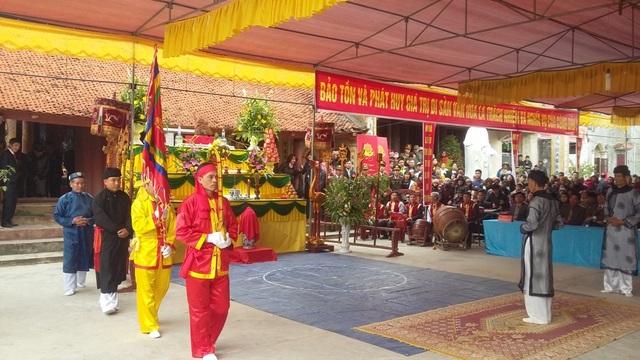 Lễ hội diễn ra trang trọng với các nghi thức đơn giản và ý nghĩa