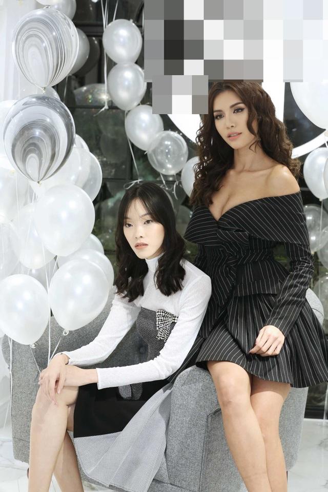 Điều đặc biệt trong buổi tiệc này chính là cuộc hội ngộ giữa Minh Tú và cô bạn thân Layla Ong, một trong những người mẫu trẻ tại Singapore.