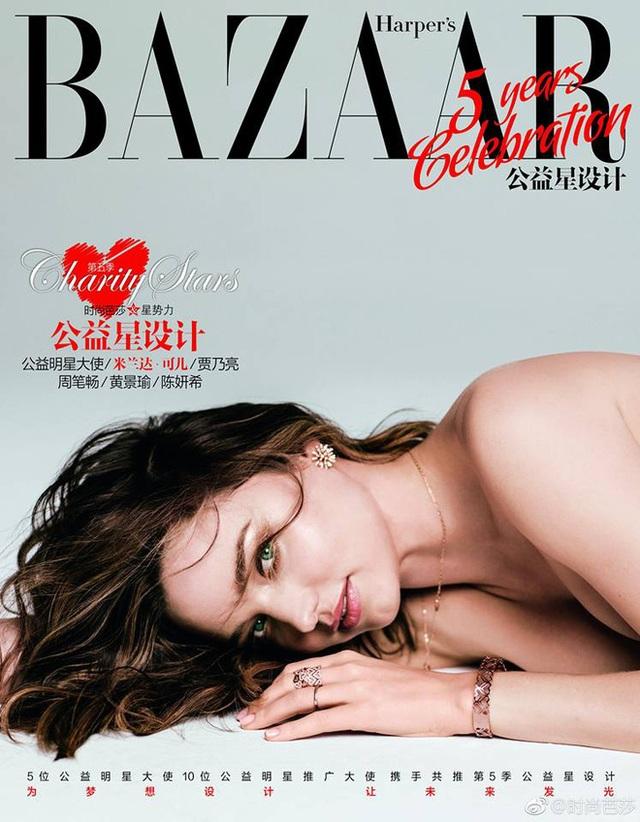 """Miranda Kerr là gương mặt trang bìa của tạp chí Harpers Bazaar (Trung Quốc), số tháng 10/2017. """"Bà mẹ một con"""" gây ấn tượng với dáng vóc thanh mảnh, làn da sáng mịn và gương mặt xinh đẹp."""