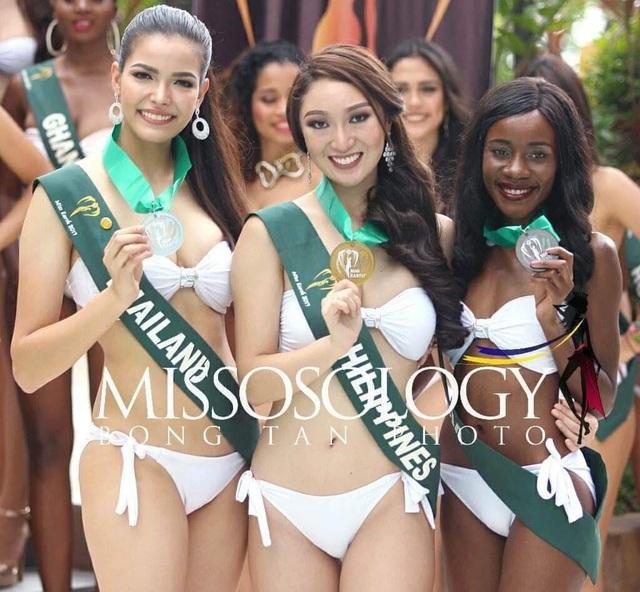 Hoa hậu Philippines (giữa) huy chương vàng, Hoa hậu Thái Lan (trái) huy chương bạc và Hoa hậu Zambia (phải) huy chương đồng.