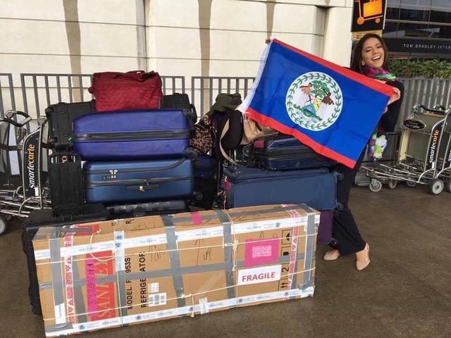 """Hoa hậu Belize - Rebecca Rath khoe hành lý """"khủng"""" mang sang Manila"""