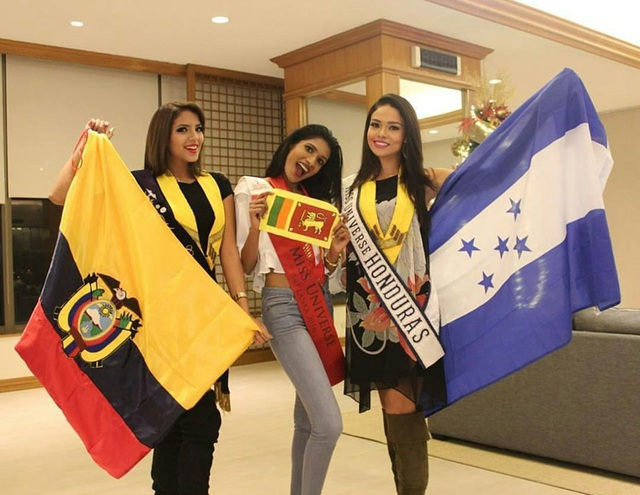 Các người đẹp hạnh phúc khi gặp nhau tại Philippines, chuẩn bị bước vào một cuộc thi nhan sắc lớn nhất trong năm.