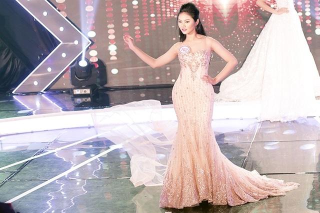 Ngôi sao được yêu thích nhất Đặng Nguyễn Phương Nghi lộng lẫy khi trình diễn trang phục dạ hội