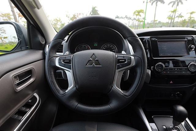 Hệ thống tay lái tích hợp lẫy chuyển số và hệ thống điều khiển hành trình cruise control