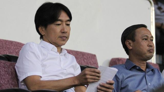 Đây là trận đấu mà HLV Miura đến sân xem đội bóng tương lai của mình thi đấu (ảnh: Trọng Vũ)