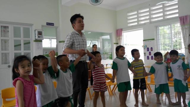 Học sinh mầm non ở TPHCM trong giờ làm quen với tiếng Anh