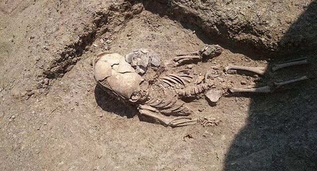 """Tìm thấy mộ của """"người ngoài hành tinh"""" trong cuộc khai quật ở Crưm? - 1"""