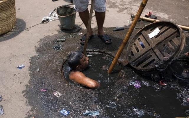 Những hình ảnh kinh khủng của nghề móc cống ở Bangladesh - 3