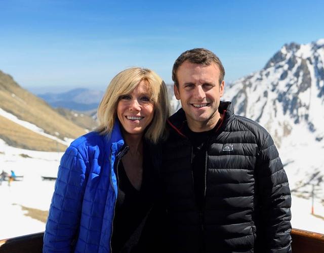 Tổng thống đắc cử Pháp Emmanuel Macron và phu nhân Brigitte Trogneux. (Ảnh: AFP)
