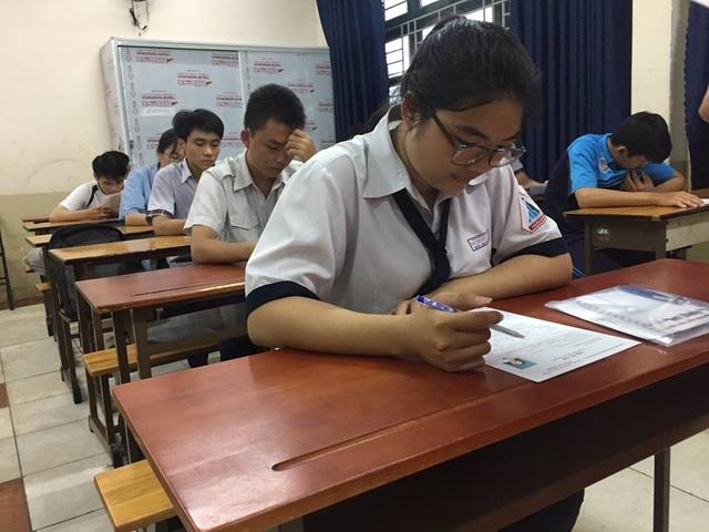 Trong ngày thi thứ 2, TPHCM vắng gần 1.000 thí sinh