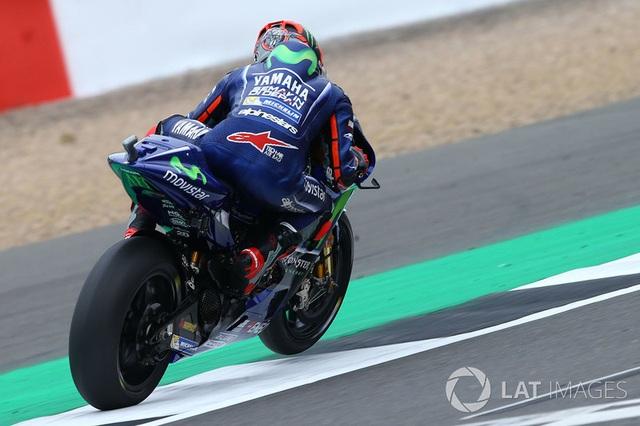 Đánh bại Rossi, Marquez có pole tại Silverstone - 3