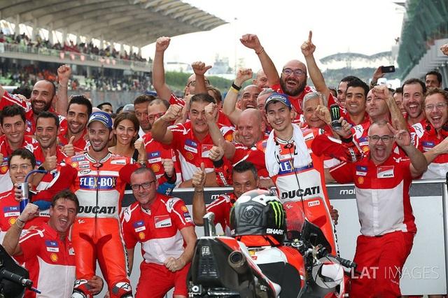 Dovizioso giành chiến thắng tại Sepang khiến Marquez không thể vô địch sớm - 4
