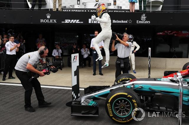 Lewis Hamilton thắng dễ tại Silverstone - 4