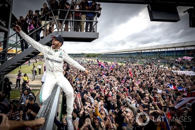 Lewis Hamilton thắng dễ tại Silverstone - 6