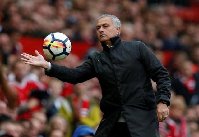 HLV Mourinho sẽ dựng xe bus trước Liverpool?