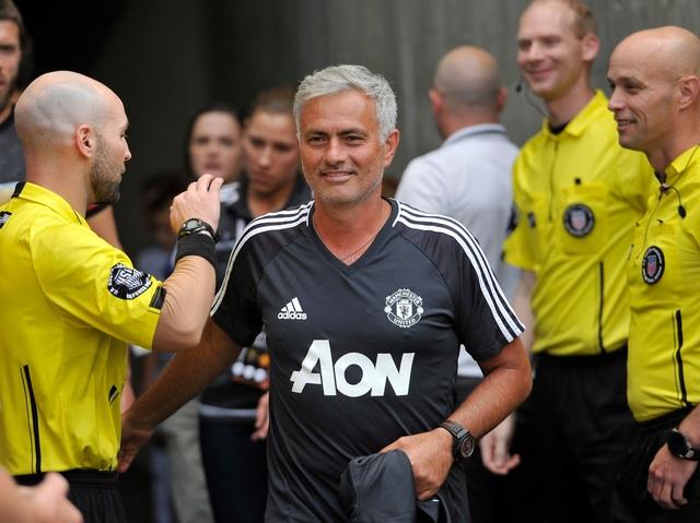 HLV Mourinho vui vì thất bại trước Barcelona