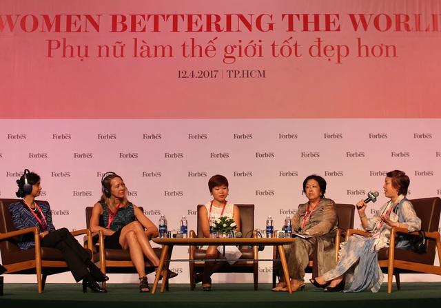 Tại sự kiện Womens Summit 2017, nhiều nữ doanh nhân, nhà ngoại giao... đã chia sẻ thẳng thắn về vai trò của phụ nữ và lan tỏa niềm cảm hứng kinh doanh