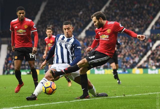 MU (áo đỏ) có trận đấu khó khăn trên sân của West Brom cuối tuần qua