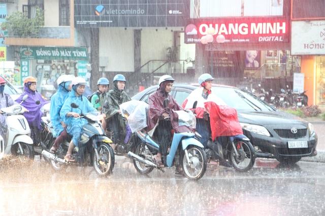 Hôm nay (7/6), Hà Nội tiếp tục có mưa giông.