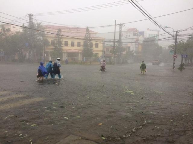 Bão số 12 gây mưa lớn ở Phú Yên (Ảnh: Trung Thi).