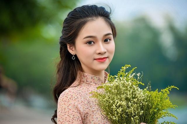 Cùng ngắm vẻ đẹp của thiếu nữ yêu mùa thu Hà Nội.
