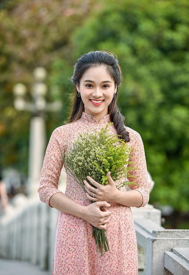 Nguyễn Ngọc Anh hiện đang học lớp 11 trường THPT Nguyễn Bỉnh Khiêm (Hà Nội). Ở lớp, Ngọc Anh được bầu làm lớp trưởng.